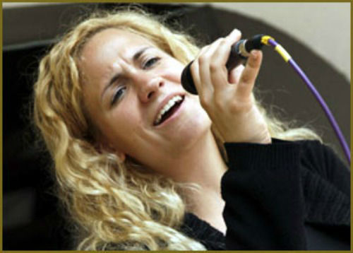 Beispiel: Sängerin - Anna Laszlo, Foto: Haute Couture.