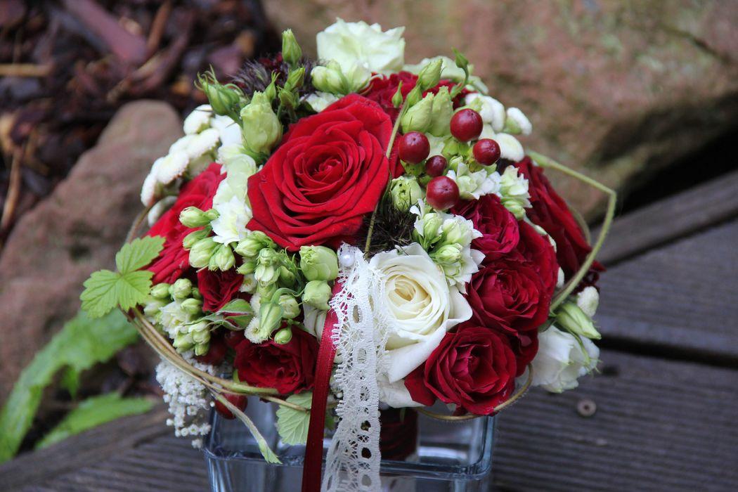 Der Klassiker in rot/weiß fehlt nie in meiner Brautstraußsammlung...