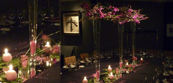 Decoración de Mesa Imperial, con una estructura aerea con orquideas dendrobium fucsia, y una base de velas ,orquideas y pétalos.  http:// lafloreria.net
