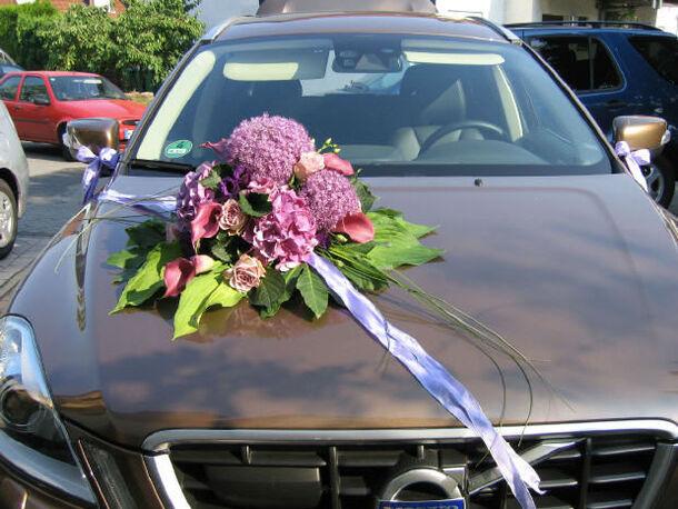 Beispiel: Blumen für Ihr Auto, Foto: Tina Bergmann Blumenwerkstatt.