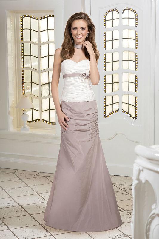 Beispiel: Brautkleid in Bicolor, Foto: Kleemeier.