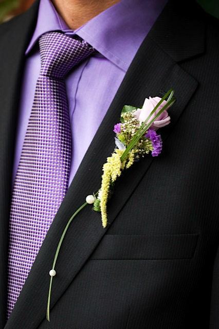 Beispiel: Anstecker für den Bräutigam, Foto: Blumen Loos.