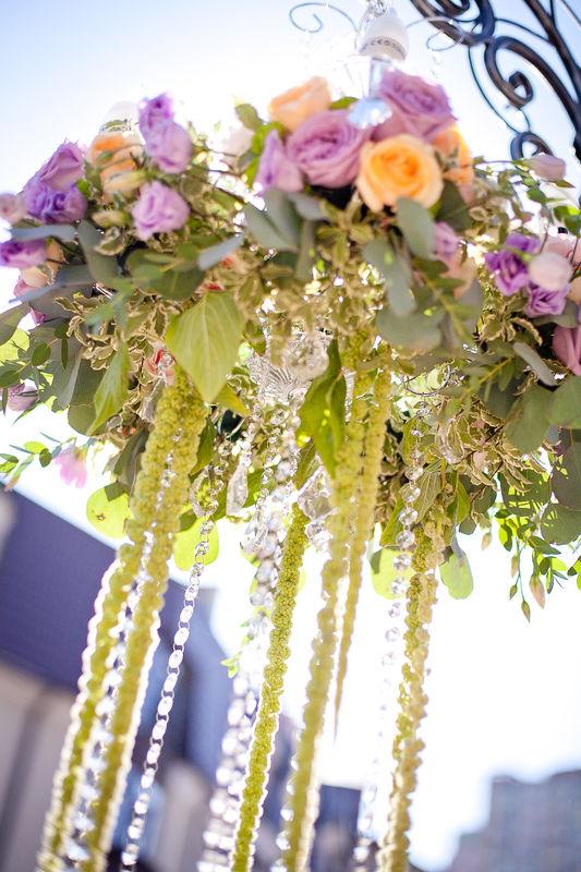 Цветы на свадьбу, люстра в свадебном оформлении, выездная регистрация, оформление выездной регистрации