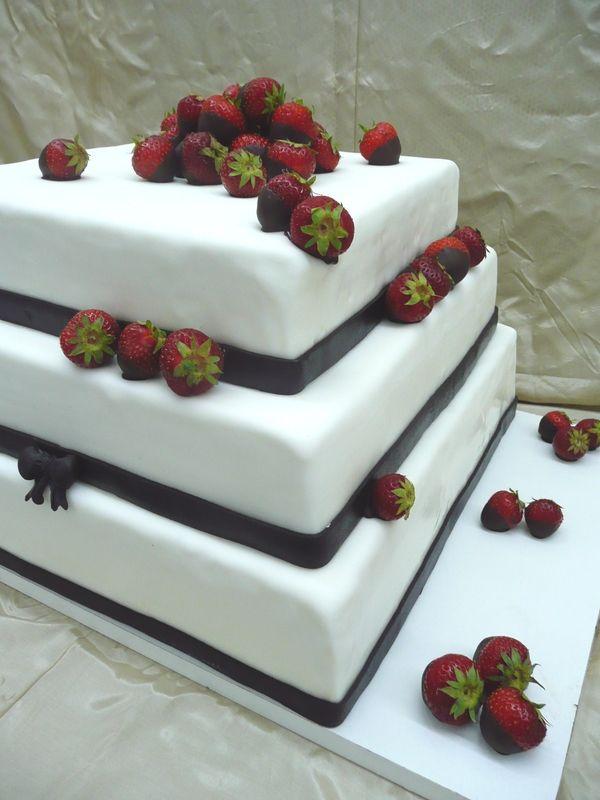 Beispiel: Hochzeitstorte - viereckig / dreistöckig, Foto: Cafe Kiess.