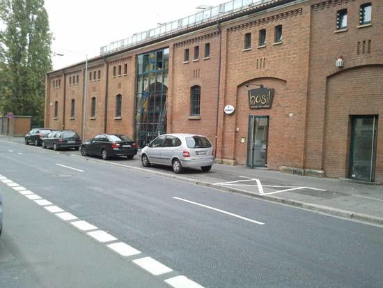 Beispiel: Eingang Restaurant, Foto: Restaurant Basil.