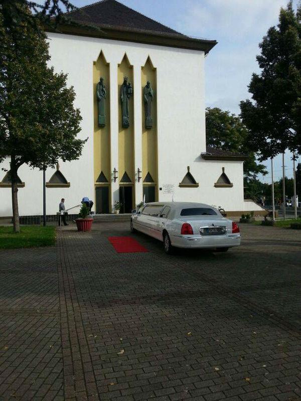 Beispiel: Mit der Limousine zur Kirche, Foto: Limo-Day Mannheim.