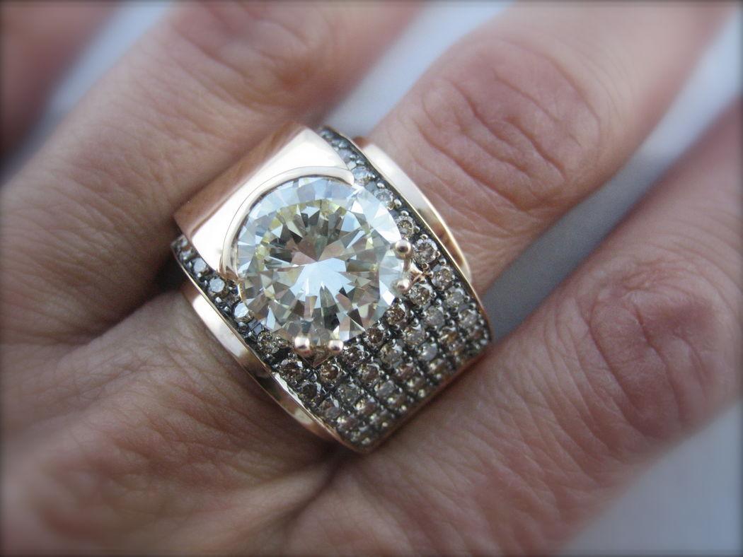 Tu novio te ha regalado un diamante de familia sin montar? Pide cita y Victoria de la Calva te diseñará el modelo perfecto!