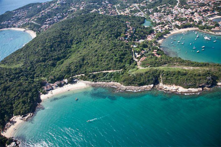 Praia Ferradura vista de cima