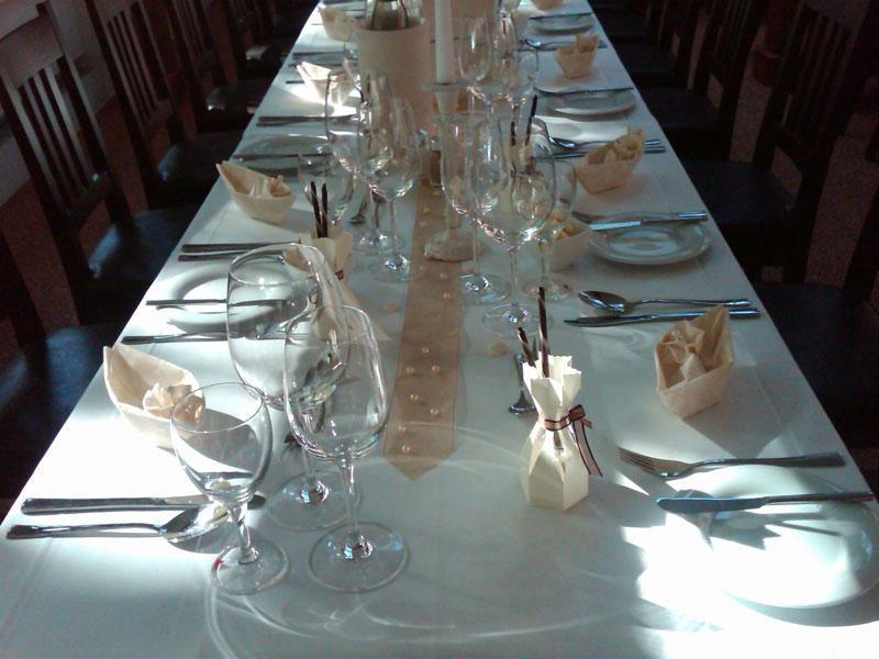 Beispiel: Tischdekoration elegant, Foto: Kreone.