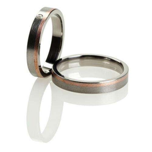 Beispiel: Die Ringe fürs Leben, Foto: Titanringschmiede.