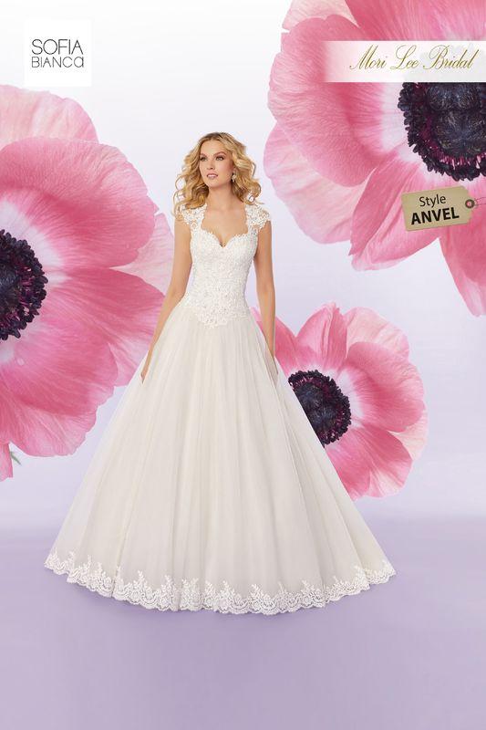 Style ANVEL Sansa  Crystal beaded, alençon lace appliqués on a tulle ball gown with hemlace