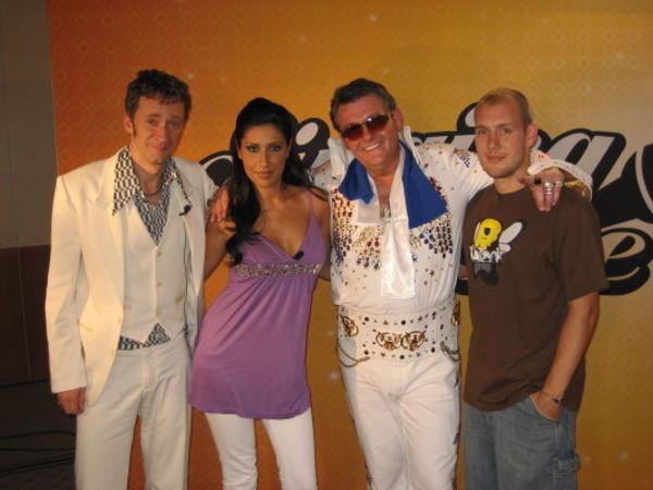 Beispiel: Entertainer mit Bekannten, Foto: Baffy Scorpion.