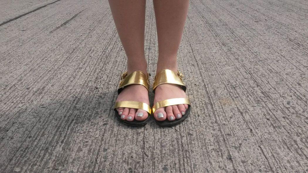 Tenemos varios modelos y colores! Sandalia modelo Tiras.