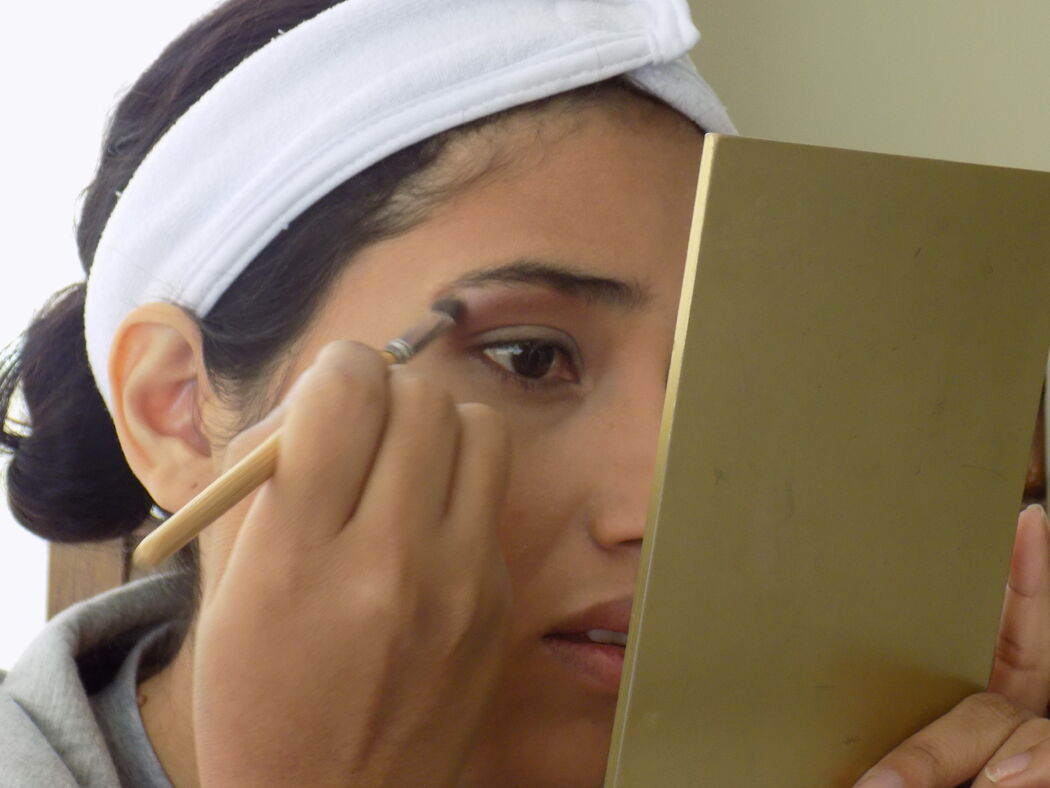 UNA NOVIA CON MUCHOS EVENTOS. Fer Maquillaje Profesional Lo mejor y más recomendable para una novia es Tener una Clase de Automaquillaje Privada para Asesorarla con sus compras y conocerla más de cerca. FER