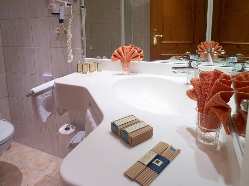 Beispiel: Badezimmer, Foto: Parkhotel Krone Maleck.