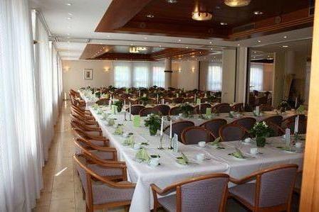 Beispiel: Festtagstafel, Foto: AKZENT Hotel Goldener Ochsen.