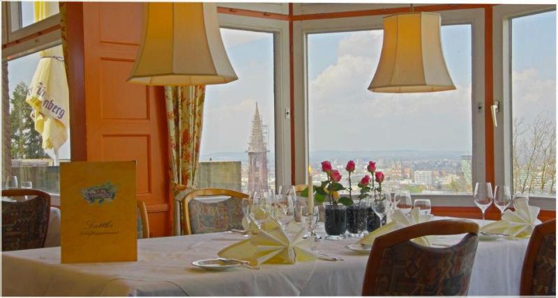Beispiel: Restaurant mit Ausblick, Foto: Dattler Schlossbergrestaurant.