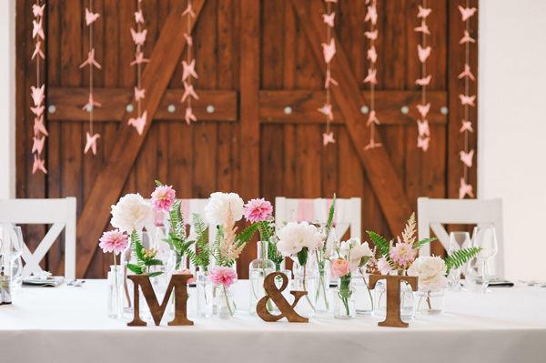 Ślub M+T litery, papeteria, poligrafia, aranżacja, dekoracje: minwedding kwiaty: miejscowa kwiaciarnia zdjęcie: Photoduet miejsce: Bagatelka Centrum Rekreacyjno Hotelowe  Na Wasze życzenie możemy przygotować takie kwiatowe dekoracje :)