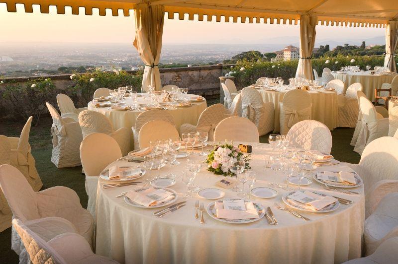 Park Hotel Villa Grazioli: Allestimento tavolo per il pranzo nel giardino pensile