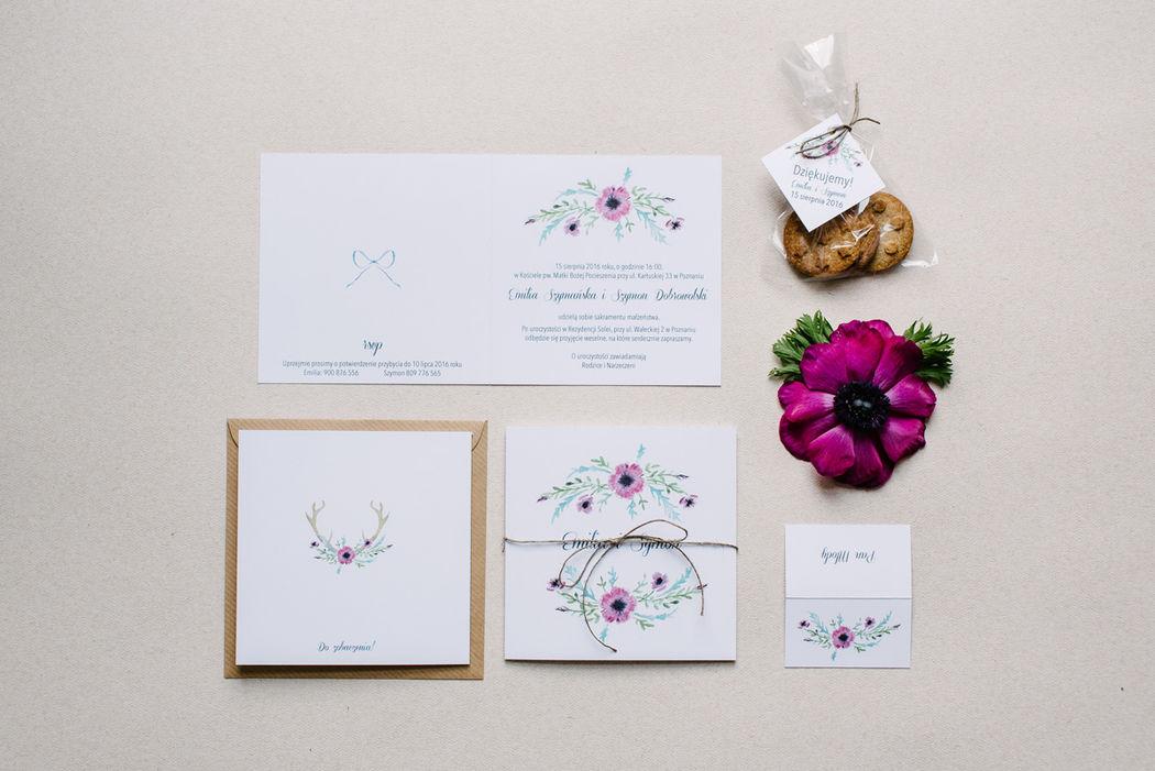 Zaproszenia ślubne Fioletlove - akwarelowe anemony, listki i poroże.