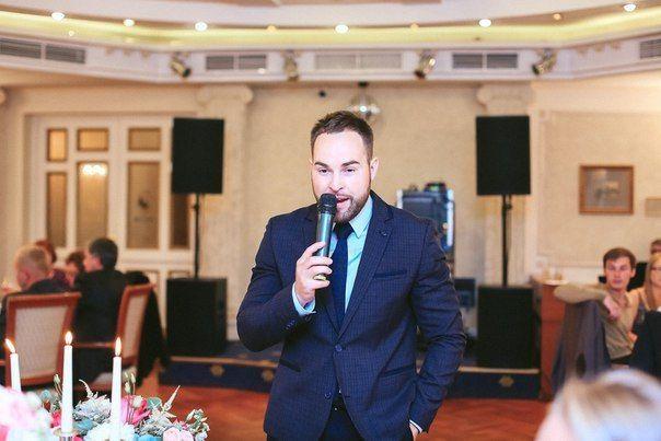 Ведущий Евгений Сашин