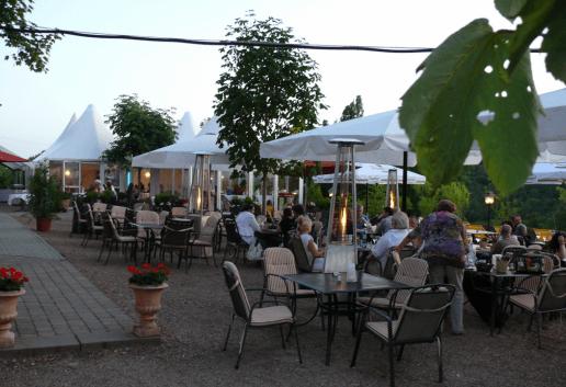 Beispiel: Terrasse, Foto: Hofgut Rheingrafenstein.