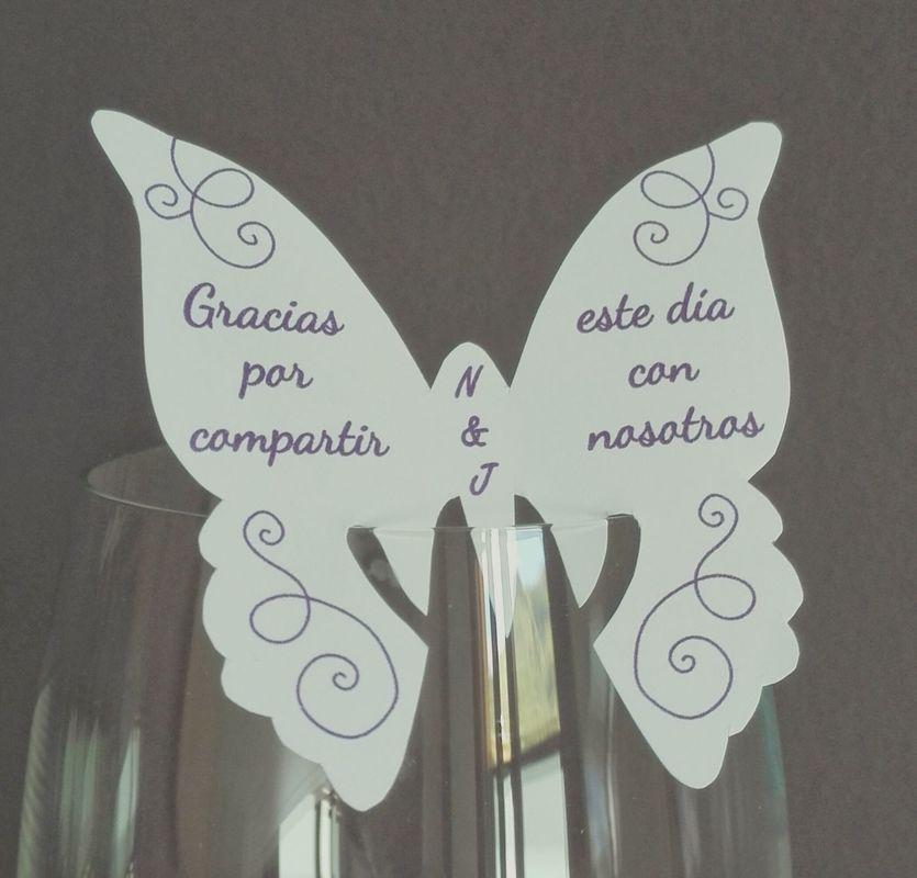 Mariposas de agradecimiento, totalmente personalizables. 6cm de diámetro.