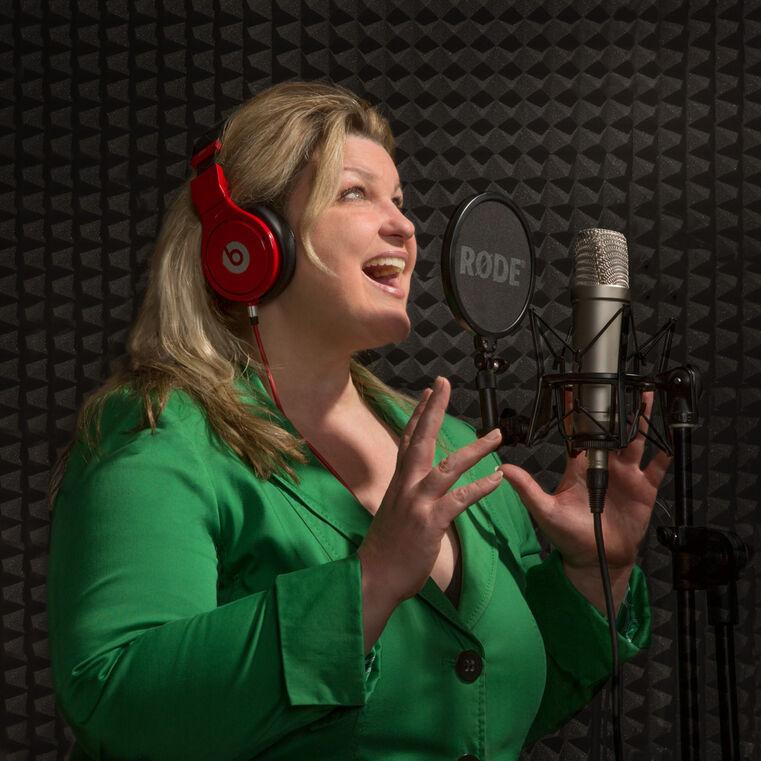 Sängerin & DJ Sonja Posmik