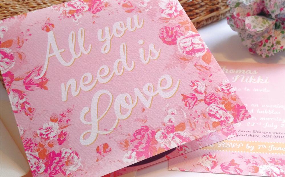 Faire part de mariage sur mesure sur le thème All you need is love.
