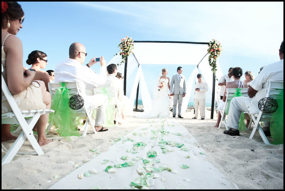 Hacemos realidad tus sueños en la orilla del mar Produccion de ceremonias en Playa.