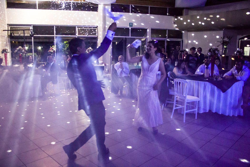 El primer baile de los novios muy chileno