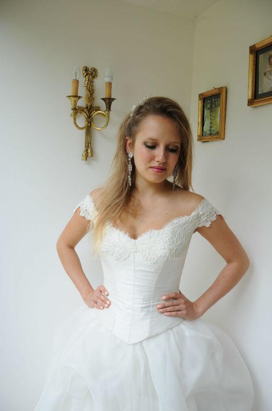 Robe de mariée Victoria  en soie et dentelle de Calais Agnès Szabelewski