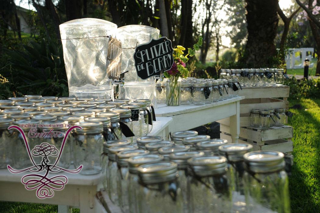 Barra de bebidas para el coctel de recepción L&L EVENTOS
