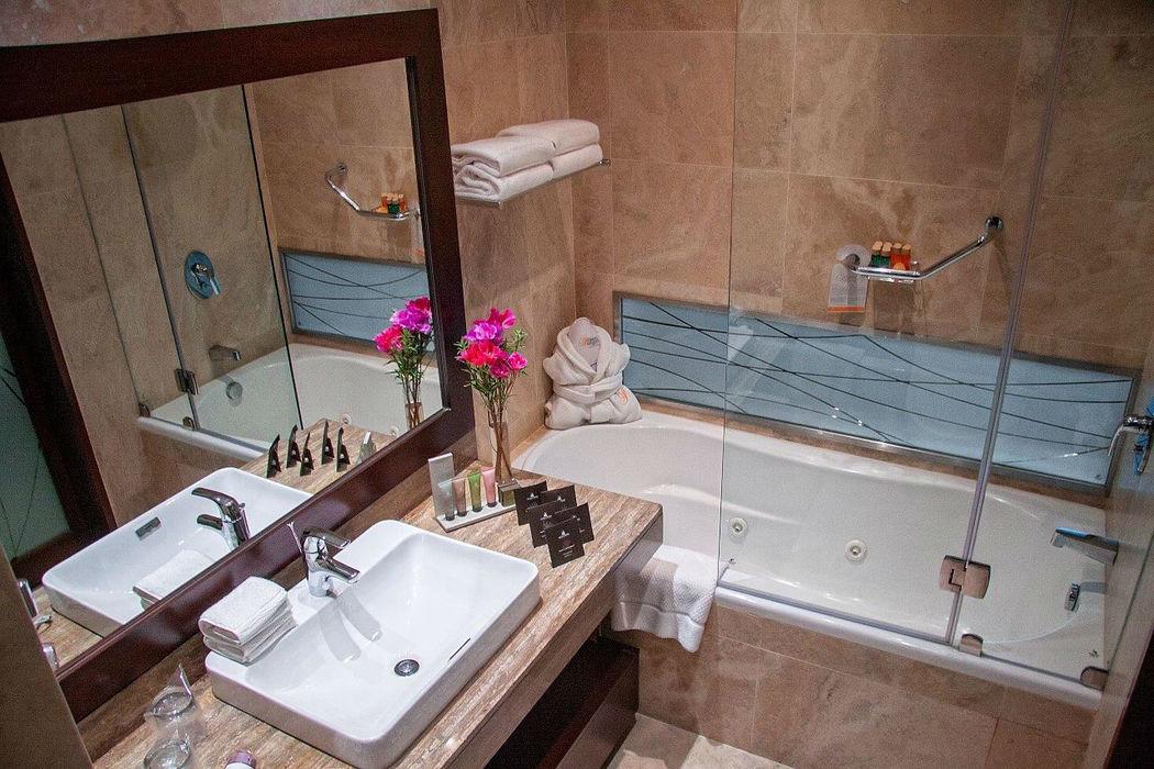 Bathroom Senior Suite (hydromassage) Foresta Hotel Lima San Isidro
