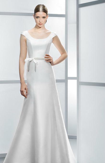 Beispiel: Gerade Linien und schlichte Formen, Foto: Hochzeitssalon Jereb.