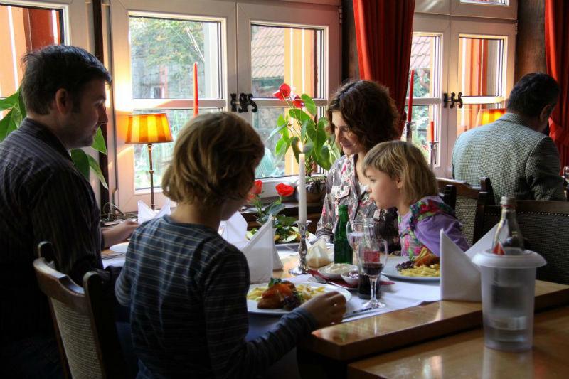 Beispiel: Restaurant, Foto: Hotel Loemühle.