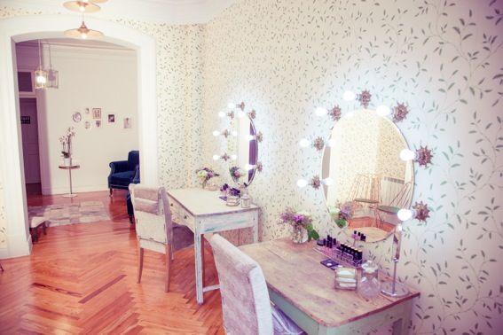 Bajobé makeup studio.