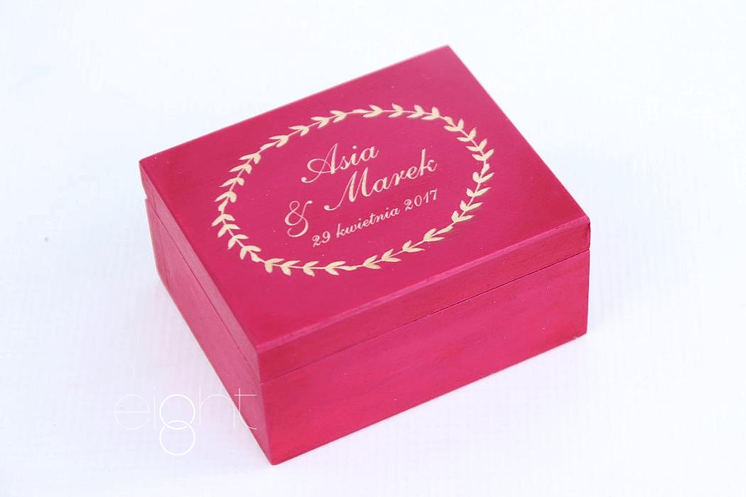 Personalizowane pudełeczko na obrączki ślubne.