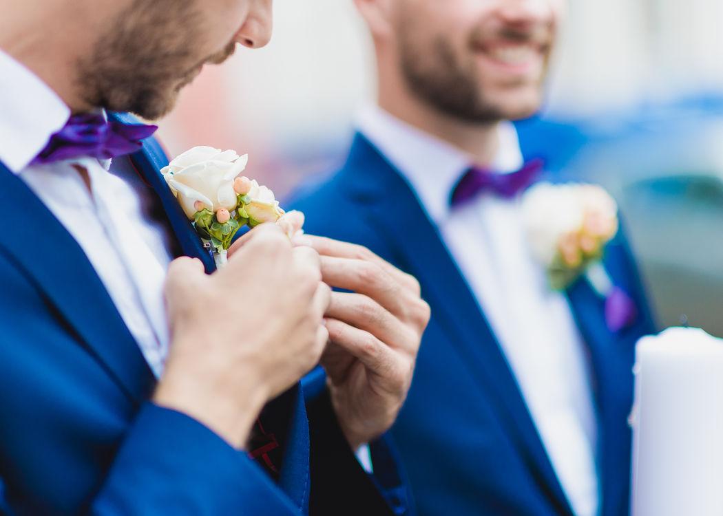Groomsmen Boutons Foto: Seel Hochzeitsfotografie
