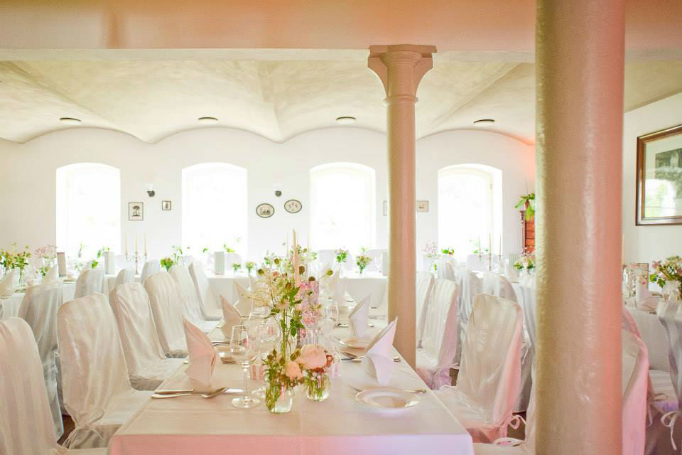 Beispiel: Tisch- und Raumdekoration, Foto: Die Blumenbinderei.
