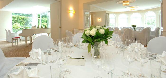Beispiel: Vorbereitetes Hochzeits-Bankett, Foto: Parkvilla Wörth.