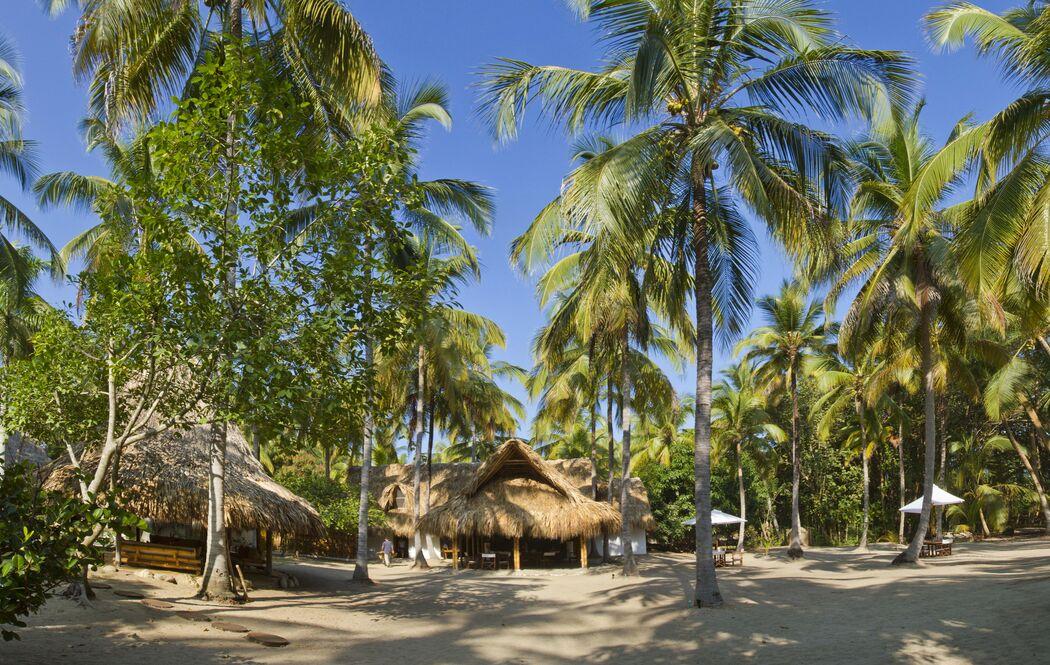 Instalaciones de Restaurante y playa interior
