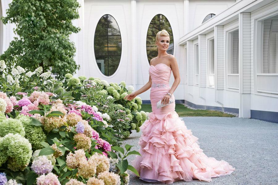 Beispiel: Farbige Brautkleider, Foto: Mery's Couture Bad Ragaz.