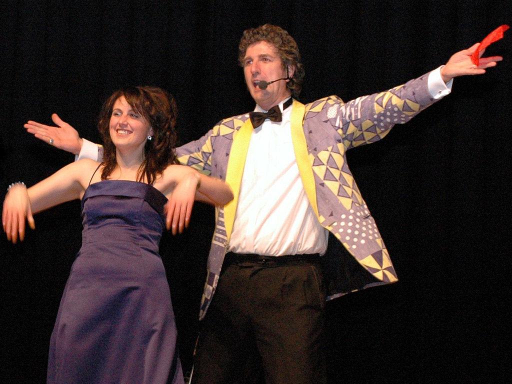 Der Hochzeitskünstler als... Comedy-Entertainer Die Hochzeits-Comedy-Show mit Bezug zum Schönsten Tag des Lebens - Lachen garantiert!