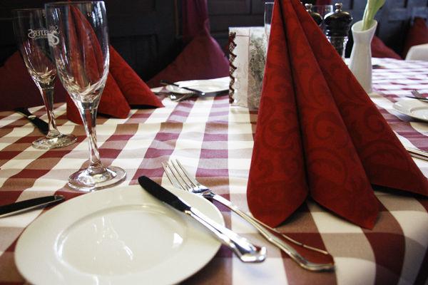 Beispiel: Bauernstube - Tischgedeck, Foto: Gasthof Weigel.