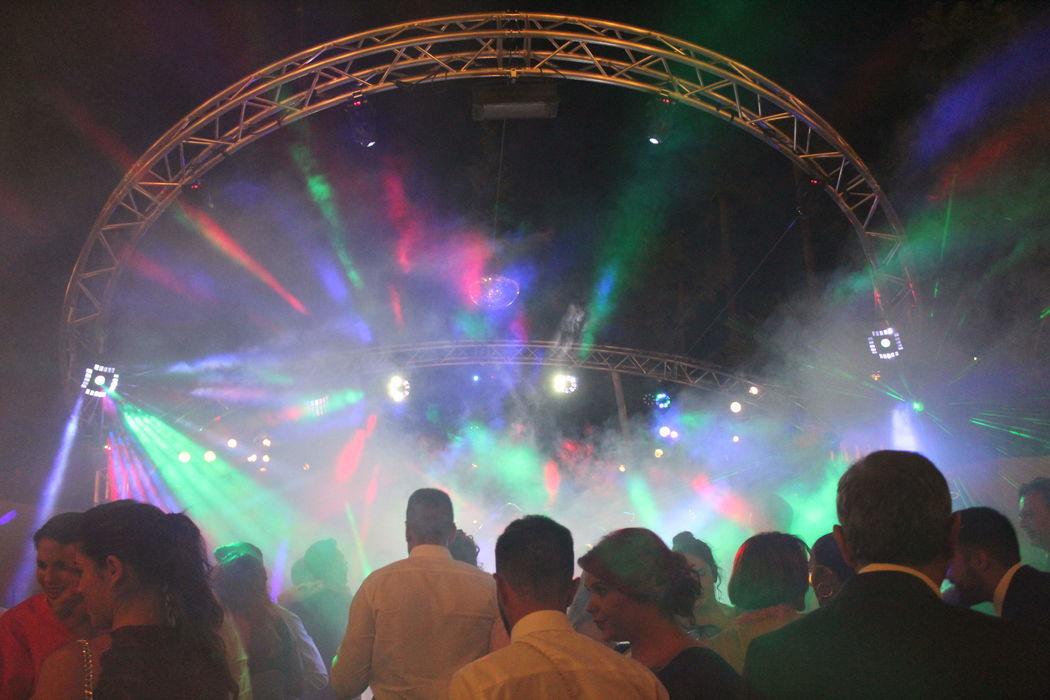 Elegancia Eventos - Música e Iluminación