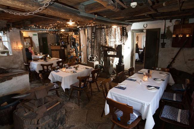 Beispiel: Restaurant, Foto: Schmiedelandhaus.