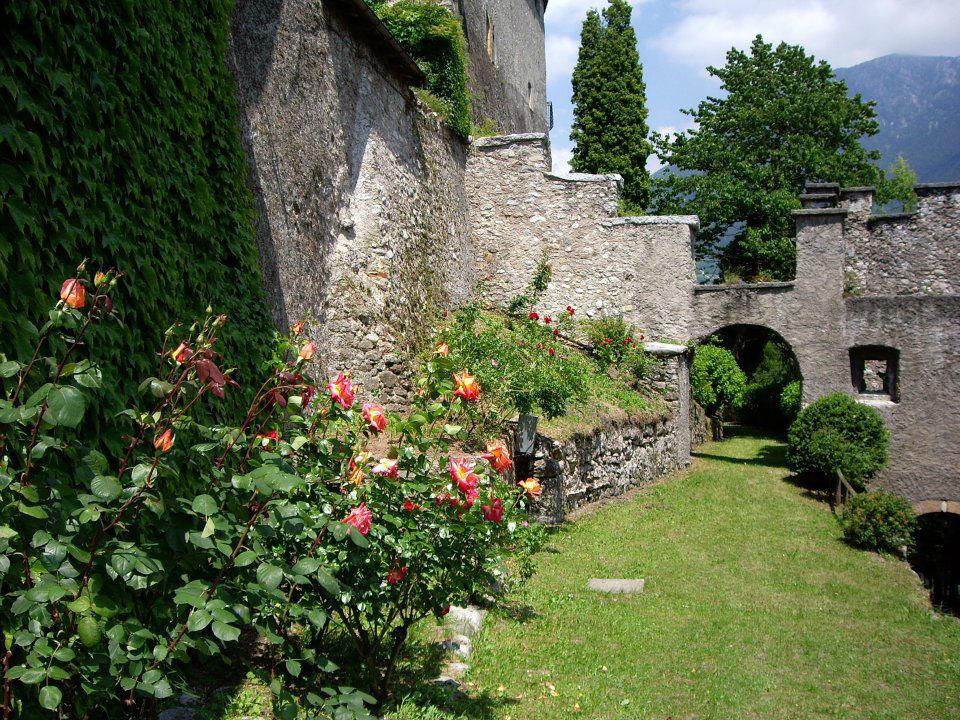 Castel Ivano, le fosse fiorite