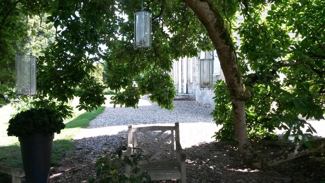 Château de Hitte Salon de jardin sous le magnolia