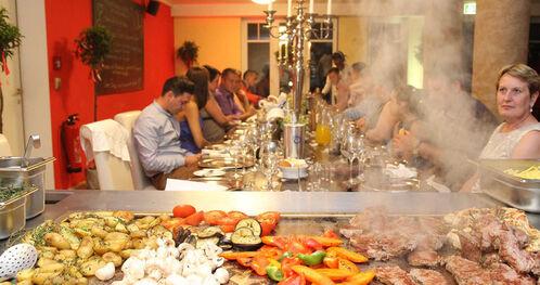 Beispiel: Buffet, Foto: Landhotel Beverland.